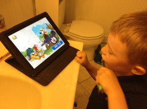 As your child brushes their teeth, an onscreen toothbrush brushes away bubbles to reveal a Disney themed picture!