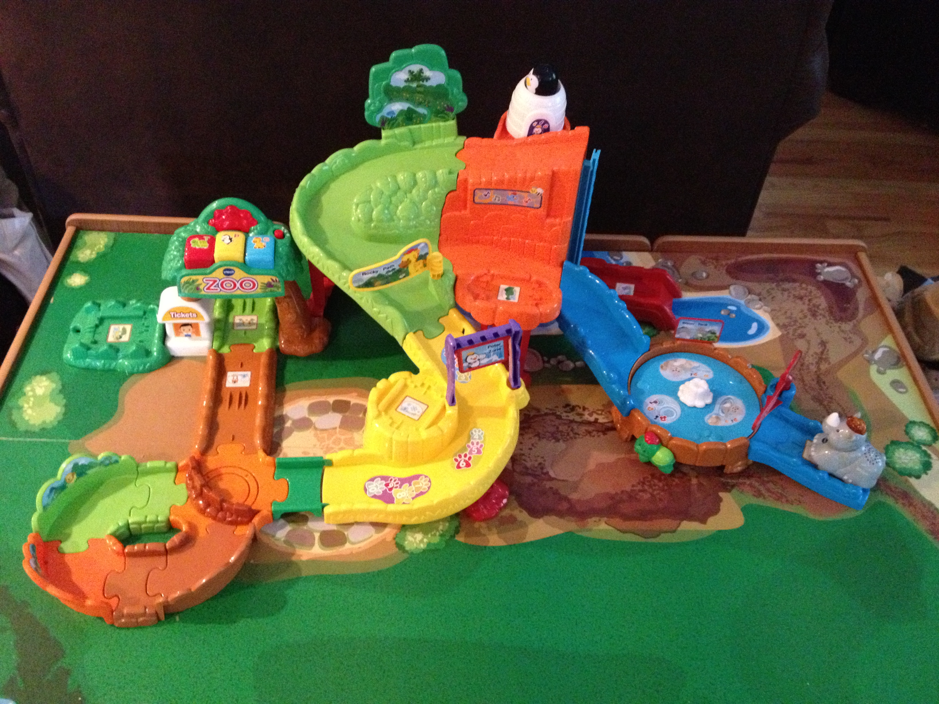 table watch tank friends the youtube display train toys tables full wooden engine thomas