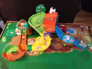 Go! Go! Smart Animals Zoo Explorers Playset offers hours of fun and adventure!