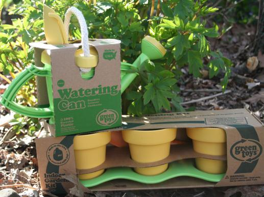 Introduce your kids to gardening with green toys indoor for Indoor gardening kit